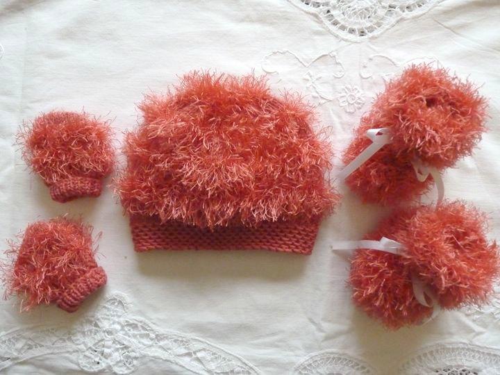 Bonnet, moon boots et mouffles corail, ref 0527, 1er âge, disponible