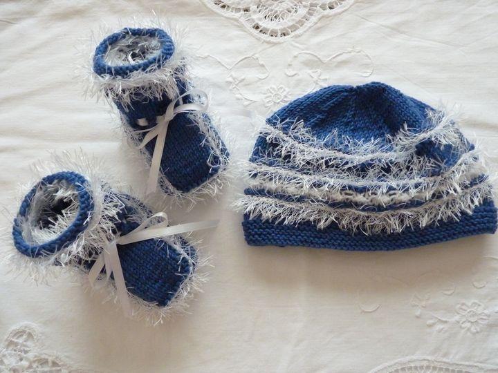 bonnet et chaussons bleu et blanc,ref 0441, 3-6 mois, disponible
