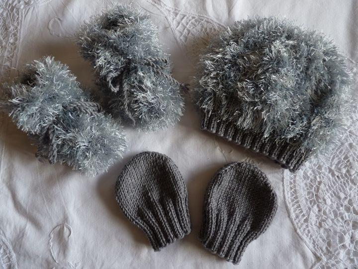 bonnet ,moon boots et moufles gris, ref 0608, 6 mois
